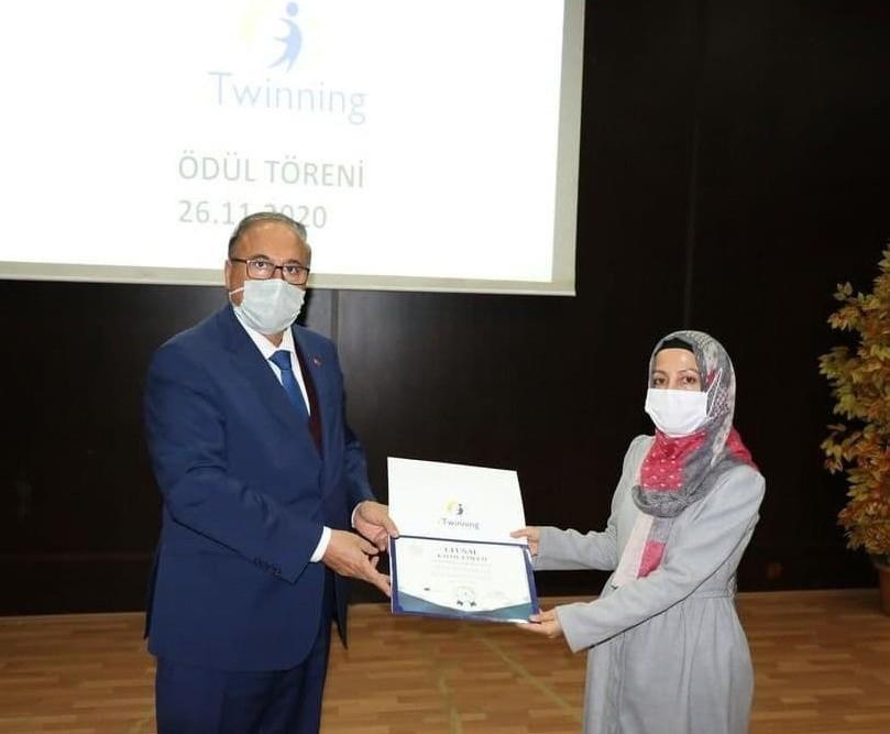 Sincik 'eTwinningle Kabuğunu Kırıyor' Projesi Ulusal kalite etiketi ödülü aldı