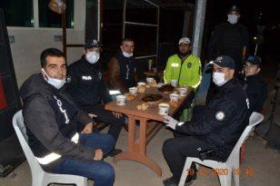 Sınır ilçesinde uygulama yapan polislere çorba ikramı