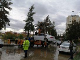 İzmir'de Deniz Taştı Araçlar Suya Teslim Oldu