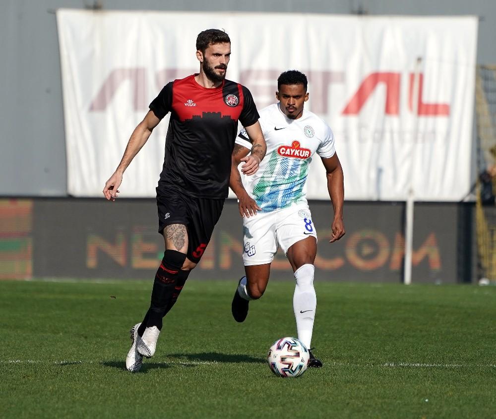 Süper Lig: Fatih Karagümrük: 2 – Çaykur Rizespor: 1 (İlk yarı)