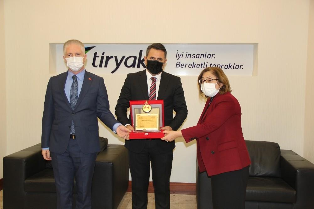 Tiryaki AGRO'ya teşekkür plaketi