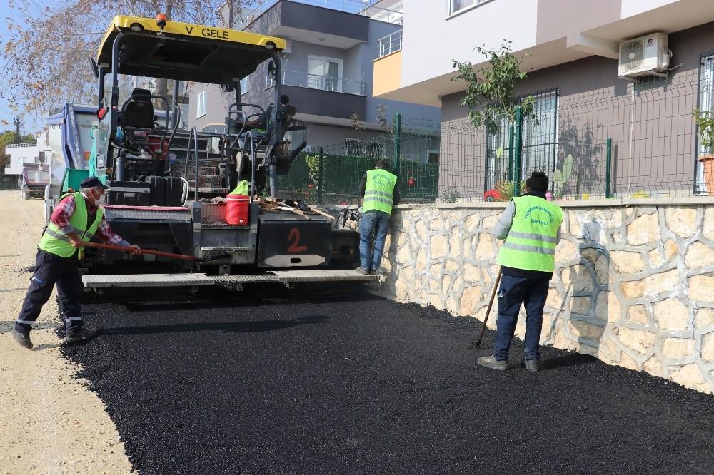 Toroslar'da üst yapı çalışmaları ile yollar yenileniyor