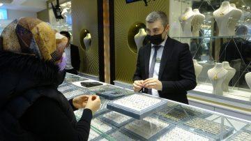 Türkiye'nin en büyük kuyumcusu açıldı