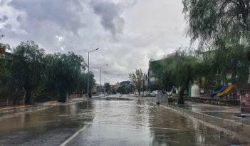 Urla'yı sağanak yağış vurdu