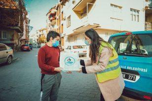 Uzaktan eğitime katılamayan 2 bin öğrenciye tablet dağıtıldı
