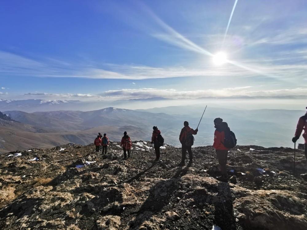 Van UMKE Erek Dağında tırmanma yürüyüşü gerçekleştirdi