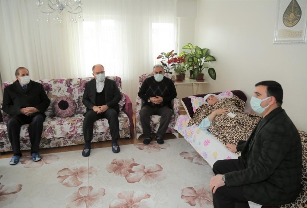 Yaşlı kadın biriktirdiği yarım milyonu cami için bağışladı