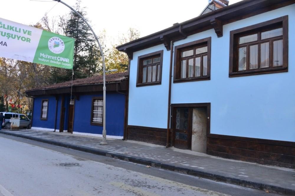 Yeşilyurt'ta sokak sağlıklaştırma çalışmaları devam ediyor