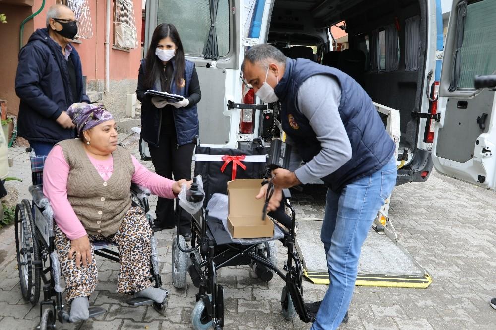 Yüreğir Belediyesinden engellilere akülü sandalye