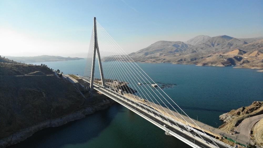 16 ili bağlayan yeni Kömürhan Köprüsü yarın açılıyor