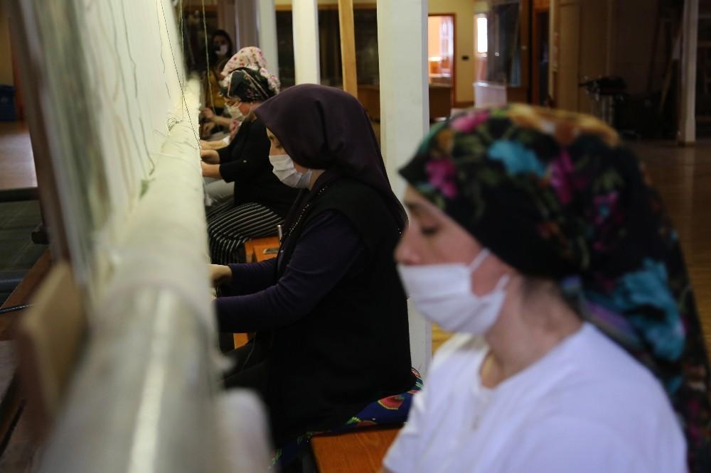 178 yıllık Osmanlı yadigarı fabrikada, Topkapı Sarayı'nın has oda halısı dokunuyor