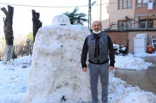 2 metre boyunda yaptığı kardan adamı saldırıya uğrayan adam konuştu