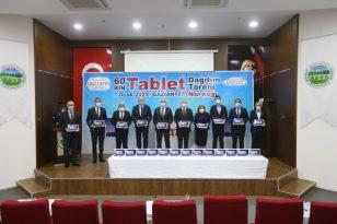 60 bin tablet Gaziantepli öğrencilerle buluştu