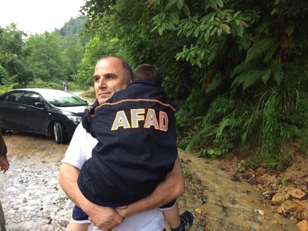 AFAD ekipleri Trabzon'da ihtiyaç duyuldukları her yere koştu