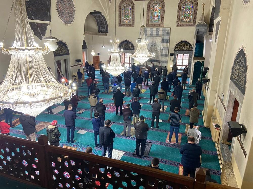 Afyonkarahisar'da yılın ilk cuma namazında camiler doldu taştı