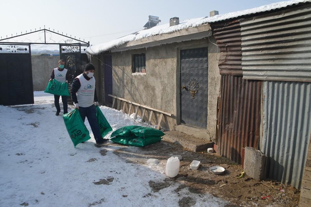 Ağrı'da ihtiyaç sahibi ailelere kömür yardımı