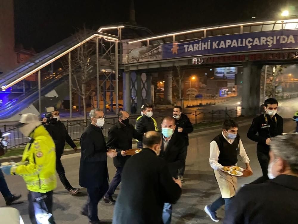Alpedo-Kervan'dan polislere tatlı ve salep ikramı