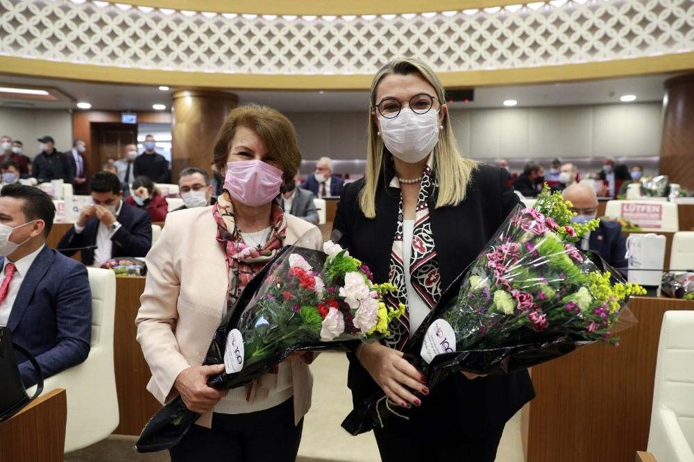 Antalya Ticaret Borsasından Belediye Meclis Üyelerine Çiçek