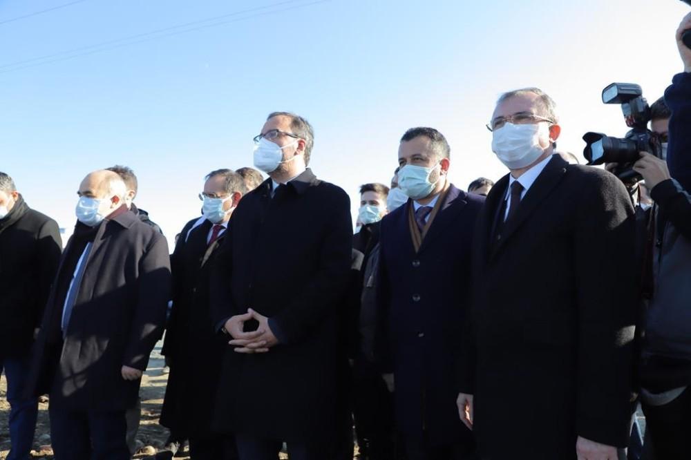 Bakan Kasapoğlu'ndan Başkan Doğan'a kano ve yüzme havuzu tesisi sözü