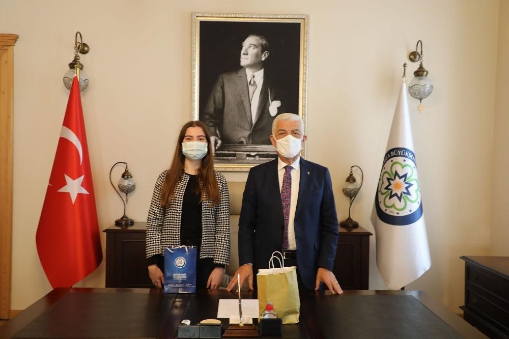 Başarılı öğrenciden Başkan Gürün'e ziyaret