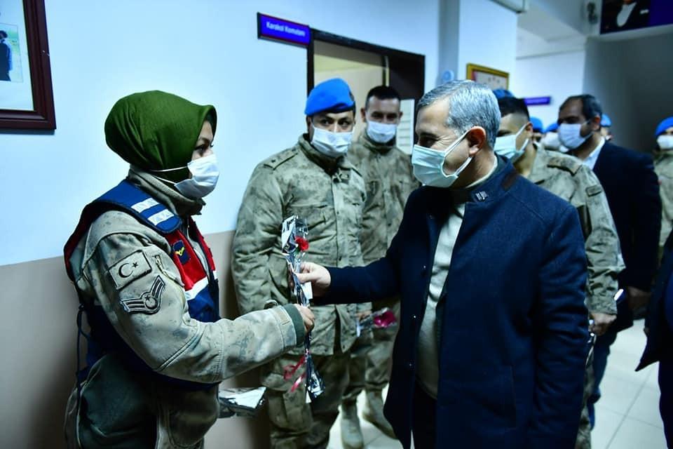 Başkan Çınar, görevlileri yeni yılda yalnız bırakmadı