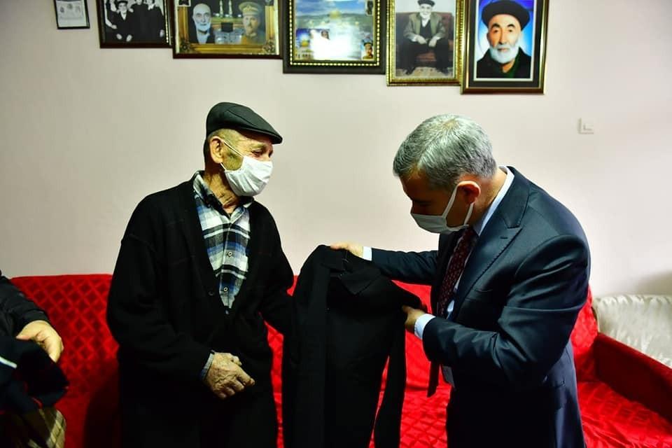 Başkan Çınar, yaşlıların hayır duasını aldı