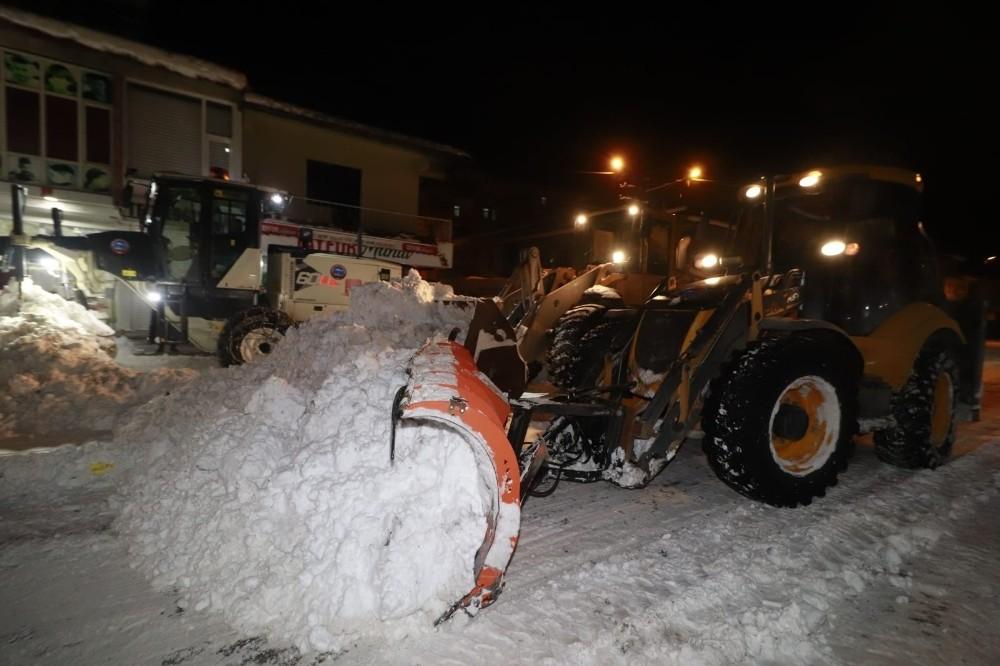 Başkan Sayan, karla mücadele çalışmalarını denetledi