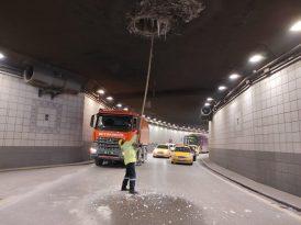 Başkent'te tehlike oluşturan buz sarkıtları temizleniyor