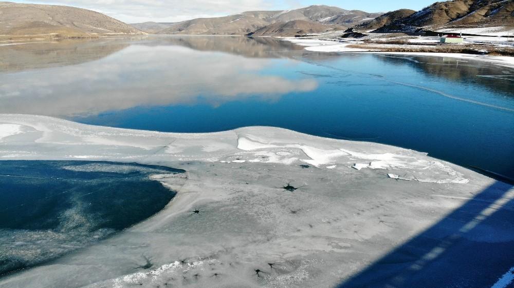 Bayburt'ta soğuk hava gölet ve akarsuları dondurdu
