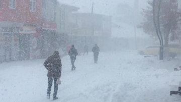 Bingöl Karlıova'da kar ve tipi etkili oluyor