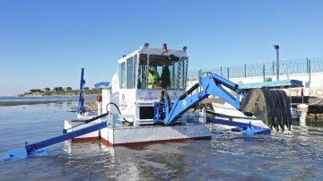 Büyükşehir Belediyesi yüzer kepçe imal etti