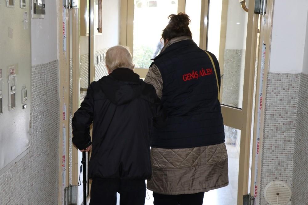 Büyükşehir verdiği hizmetler ile yaşlı ve engelli vatandaşların yanında
