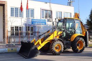 Çevre ve Şehircilik Bakanlığınca Hazro Belediyesine iş makinesi hibe edildi