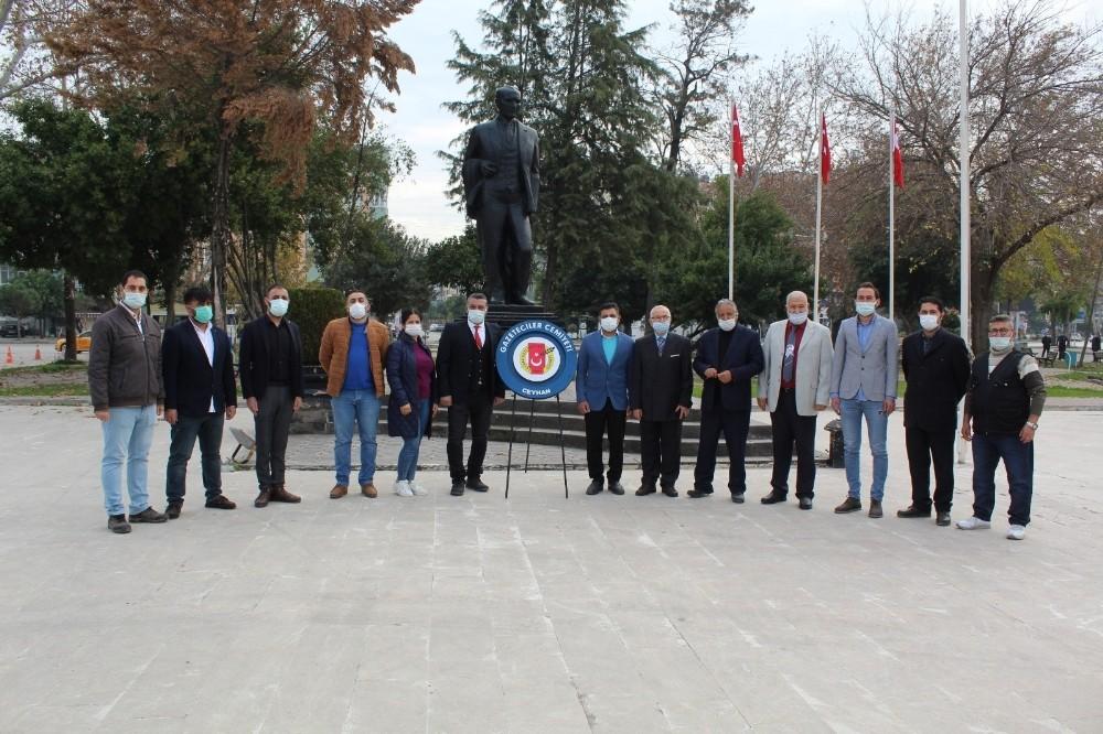 Ceyhan'da gazeteciler günlerini kutladı