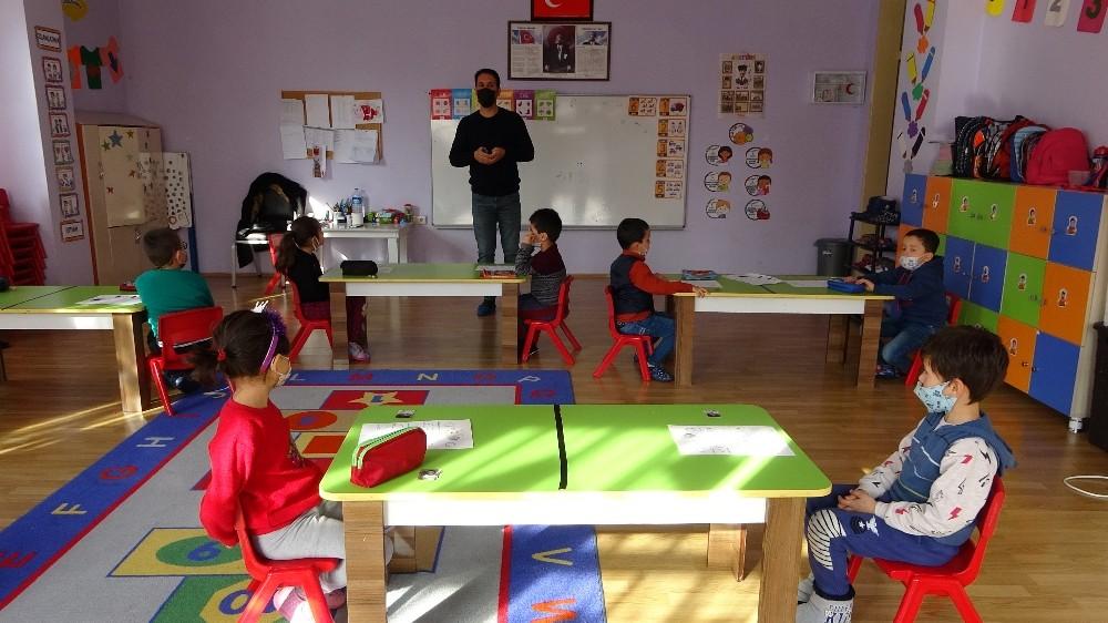 Çocuklar ezberci yöntem yerine resim çizerek harfleri öğrenecek