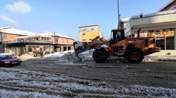 Cumayeri belediyesi gece gündüz kar mesaisinde
