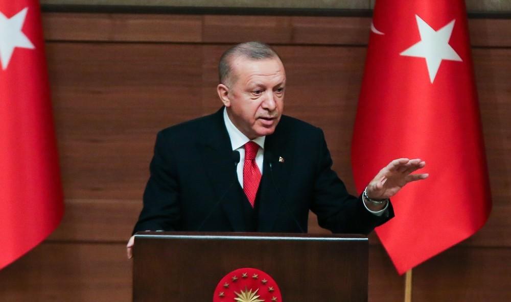 """Cumhurbaşkanı Erdoğan: """"Diline sahip çıkmayan, dilini zenginleştirmeyen milletler tıpkı kökleri kuruyan ağaçlar gibi esen rüzgarlar karşısında devrilmeye mahkumdur"""""""
