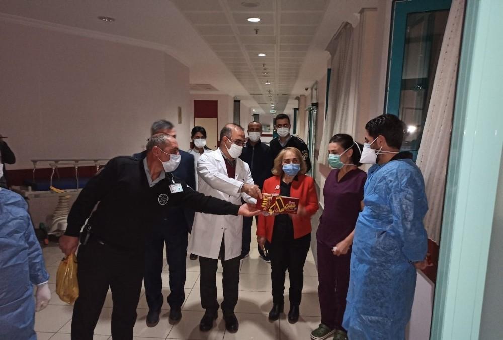 DÜ Hastanesi Başhekimi Akdağ'dan sağlık çalışanlarına yeni yıl ziyareti