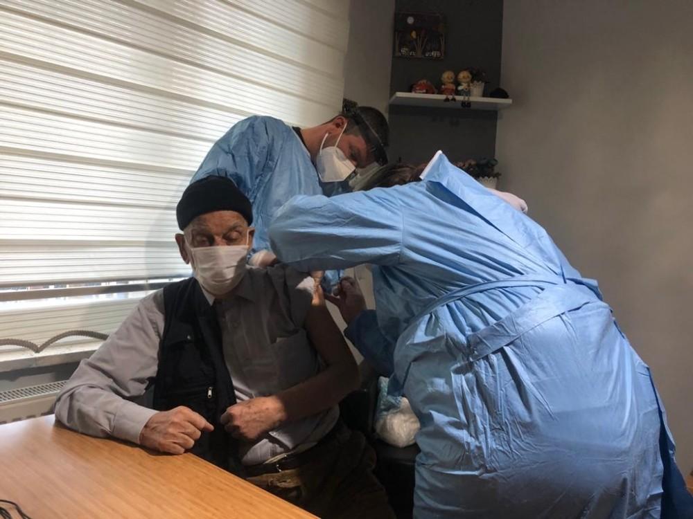 Dursunbey Belediyesi Sevgi Evi sakinleri aşılandı