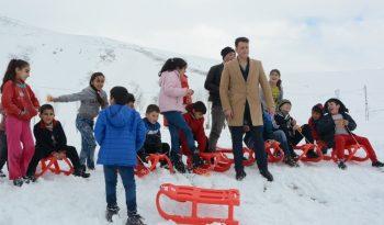 Düşünce Akademisinden Bitlis'teki çocuklara kızak