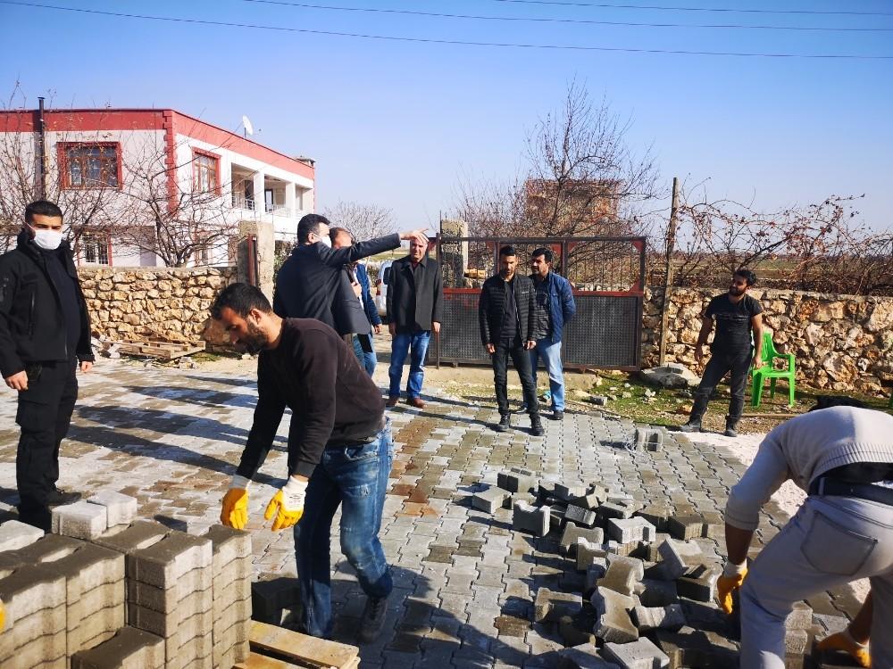Eğil Belediyesi kırsal mahalleleri parke taşı ile döşüyor
