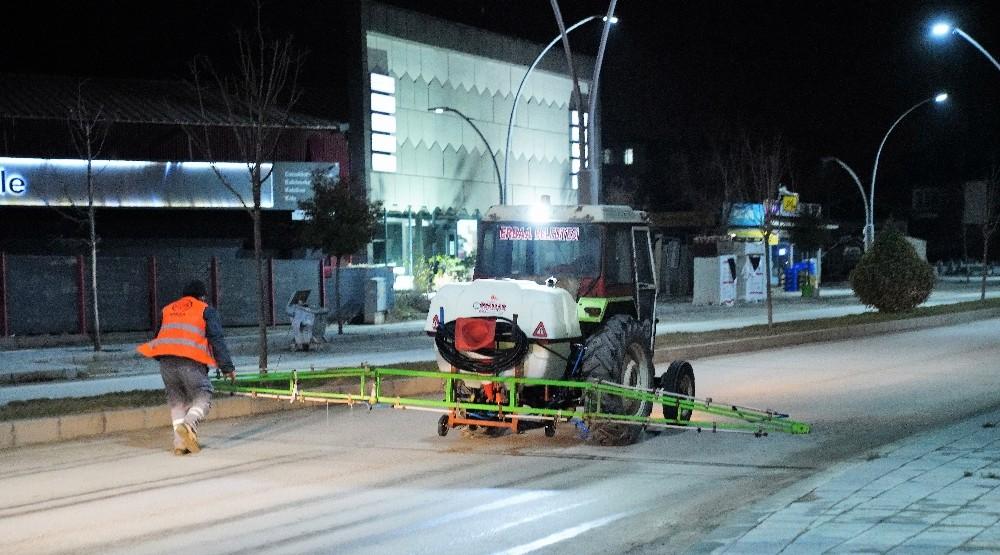 Erbaa Belediyesi'nden buzlanmaya solüsyonlu çözüm