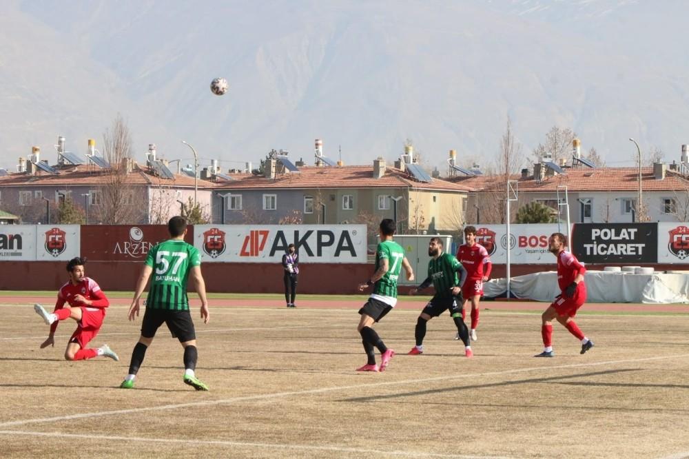 Erteleme maçında 24Erzincanspor ile Kocaelispor golsüz berabere kaldı