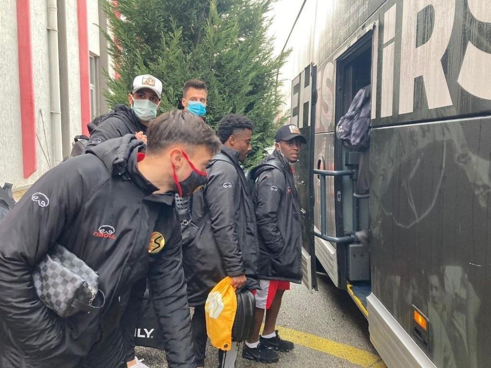 Eskişehirspor, devre arası kampı için Antalya'ya hareket etti