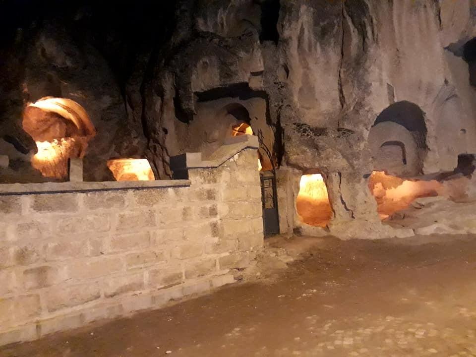 Frigya'daki 3000 bin yıllık tarihi mağaraları bir de gece görün