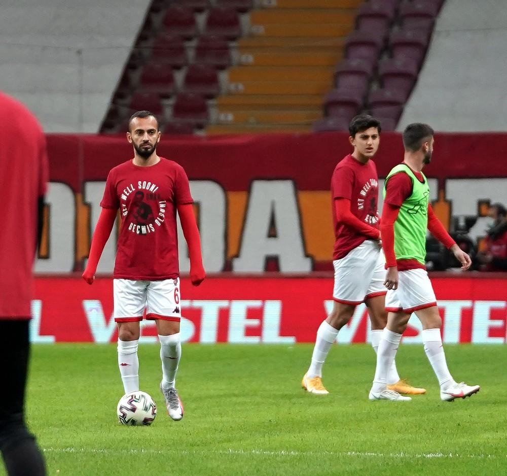 Galatasaraylı ve Antalyasporlu futbolcular Omar'ı unutmadı