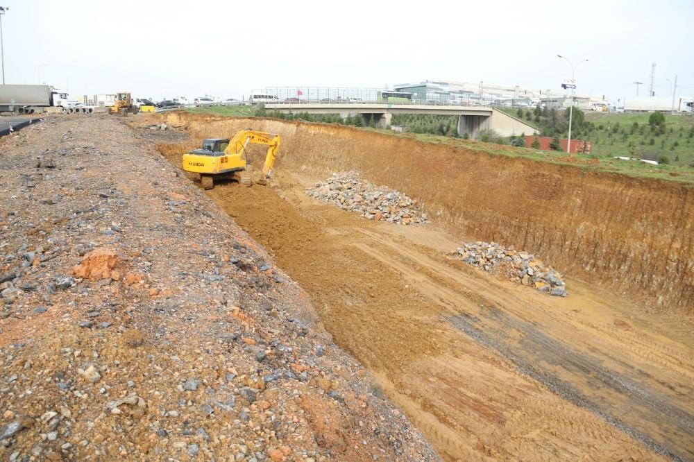 Gebze'deki önemli projede güney yan yollar asfaltlandı