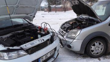 Göle'de dondurucu soğuklar nedeniyle araçlar çalışmadı