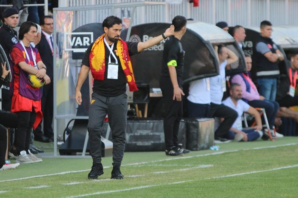 Göztepe, teknik direktör İlhan Palut ile yollarını ayırdı