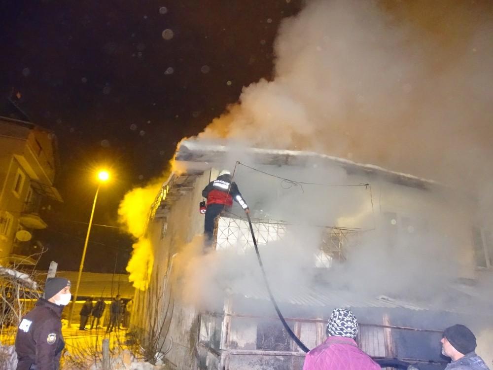 Hisarcık'ta bodrum katındaki yangın korkuttu